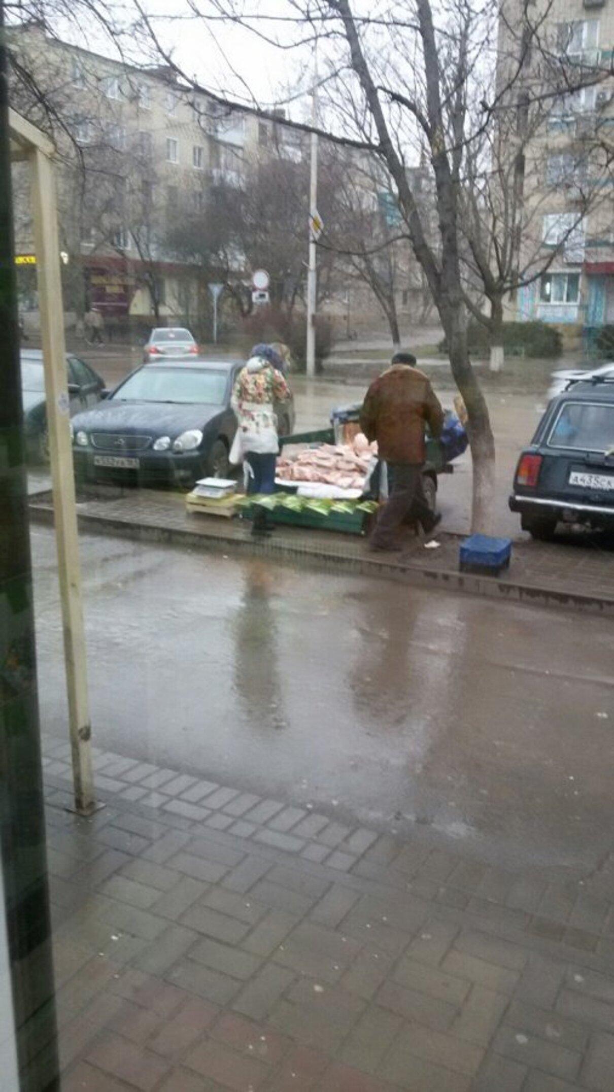 Жалоба-отзыв: Продавцы мяса на тротуарах и вдоль дорог - Беспредел в г.Волгодонске.  Фото №2