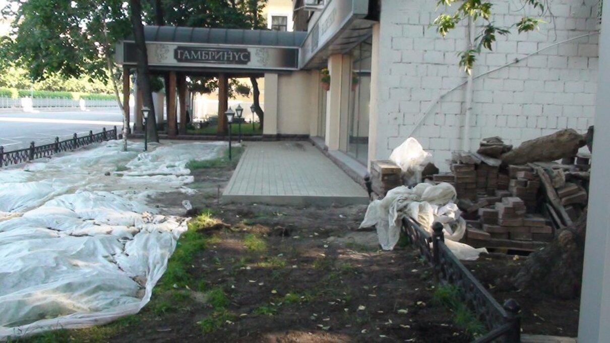 Жалоба-отзыв: ЗАО «Сантахаус» - Восстановление газона, площадью 25 кв. м. у фасада дома 20/1 по Цветному бульвару.  Фото №4