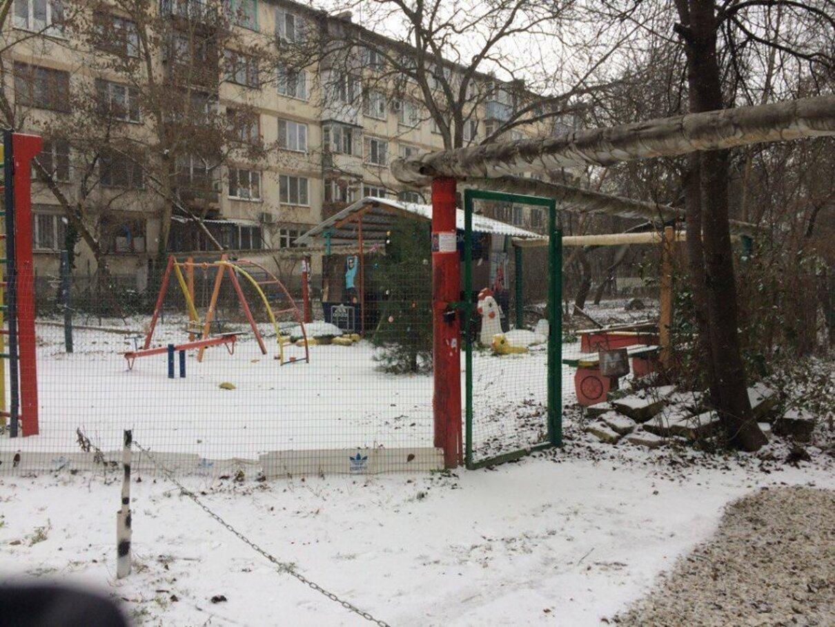 Жалоба-отзыв: Жильцы дома - Детская площадка под замком.  Фото №3
