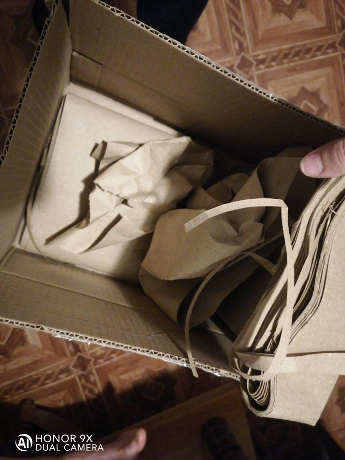 Жалоба-отзыв: Amazon Tablet, ЕСПП 026352 - Заказала ребёнку планшет, проверить перед оплатой было не возможно, в итоге при вскрытии оказалось одна бумага, верни бдяли мои 3500 тысячи, сдохните твари.  Фото №3